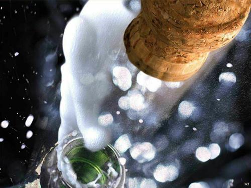 Spumante o champagne? Sulla rete vincono le bollicine italiane