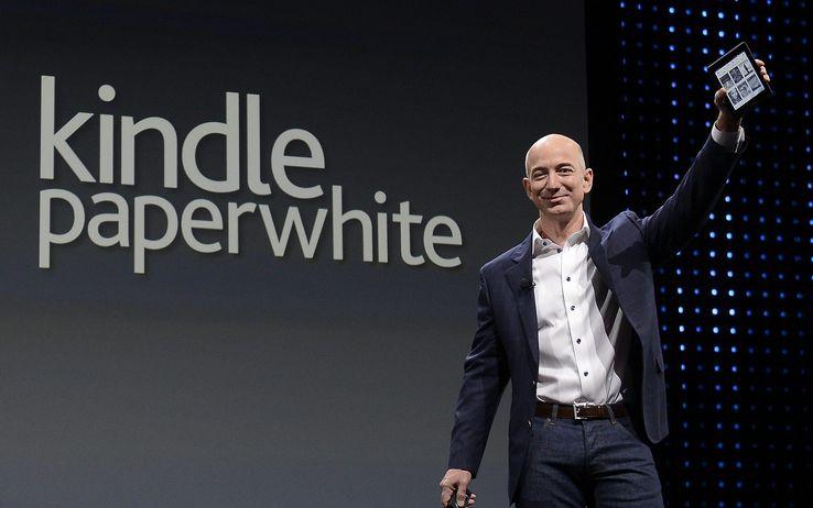 Jeff Bezos kindle_paperwhite