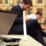 utenti-distratti-wi-fi-pubbliche