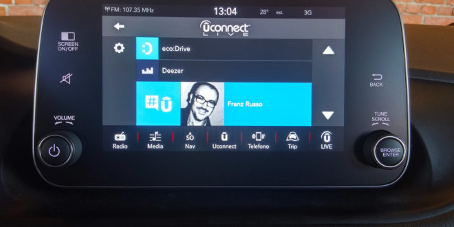 Uconnect, il sistema multimediale che arricchisce l'esperienza di guida